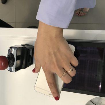 Аэропорт Симферополь начал обслуживать пассажиров с электронными посадочными талонами на смартфонах